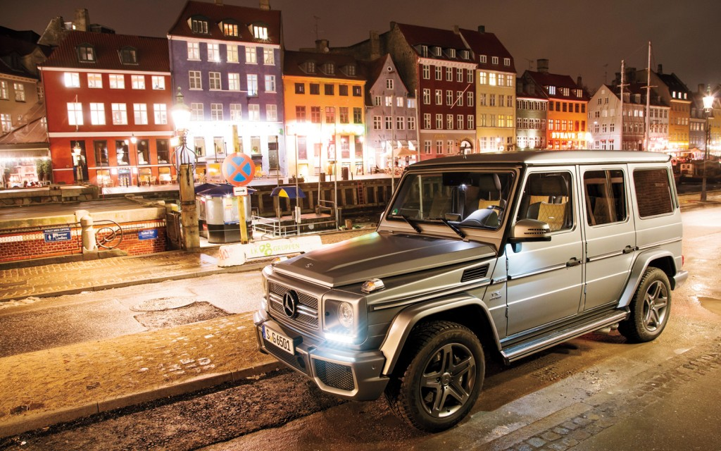 2013-Mercedes-Benz-G65-AMG-front-three-quarters